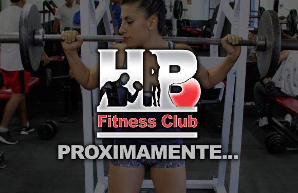 "Anuncio de Gimnasio que dice ""HB Fitness Club Proximamente"""