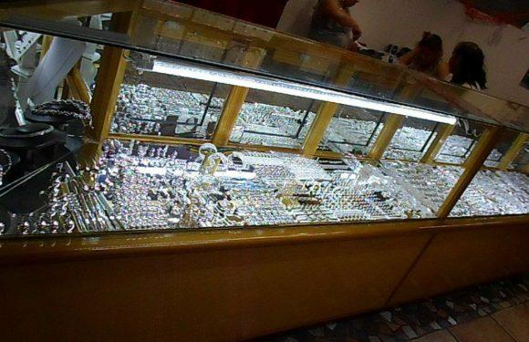 Vitrina con joyería de plata